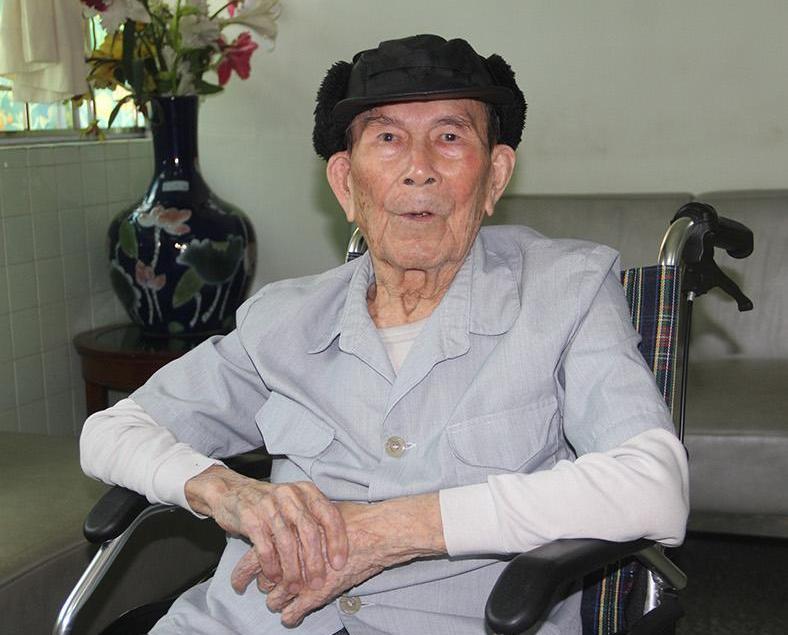 逾百歲人瑞揭長壽秘訣