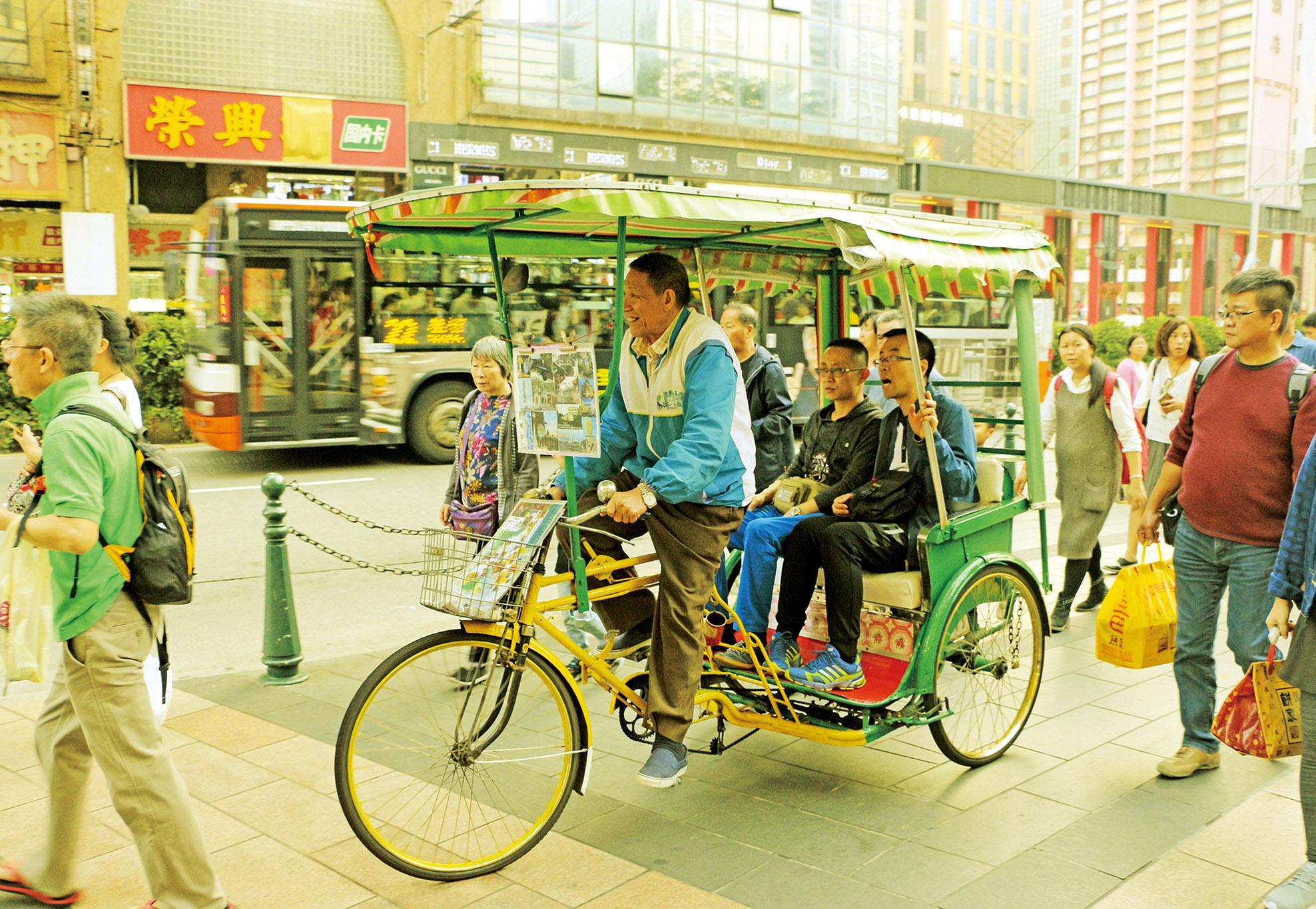 三輪車跑遍半世紀貧窮繁華路