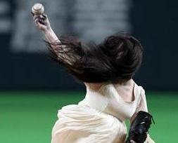 日本兩大鬼后 棒球大鬥法