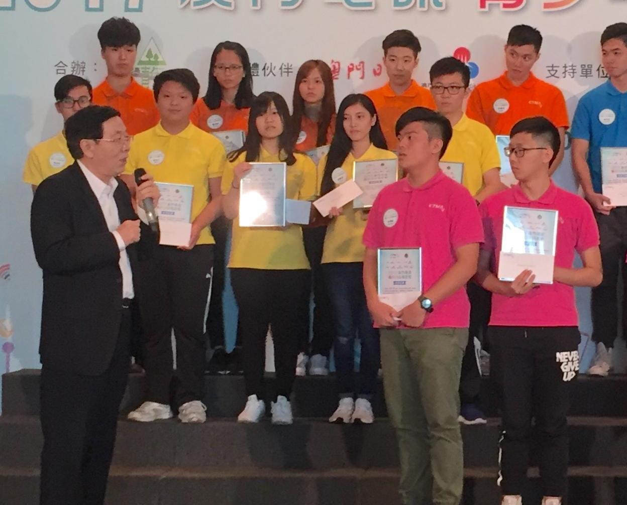 20學員獲頒證書獎學金