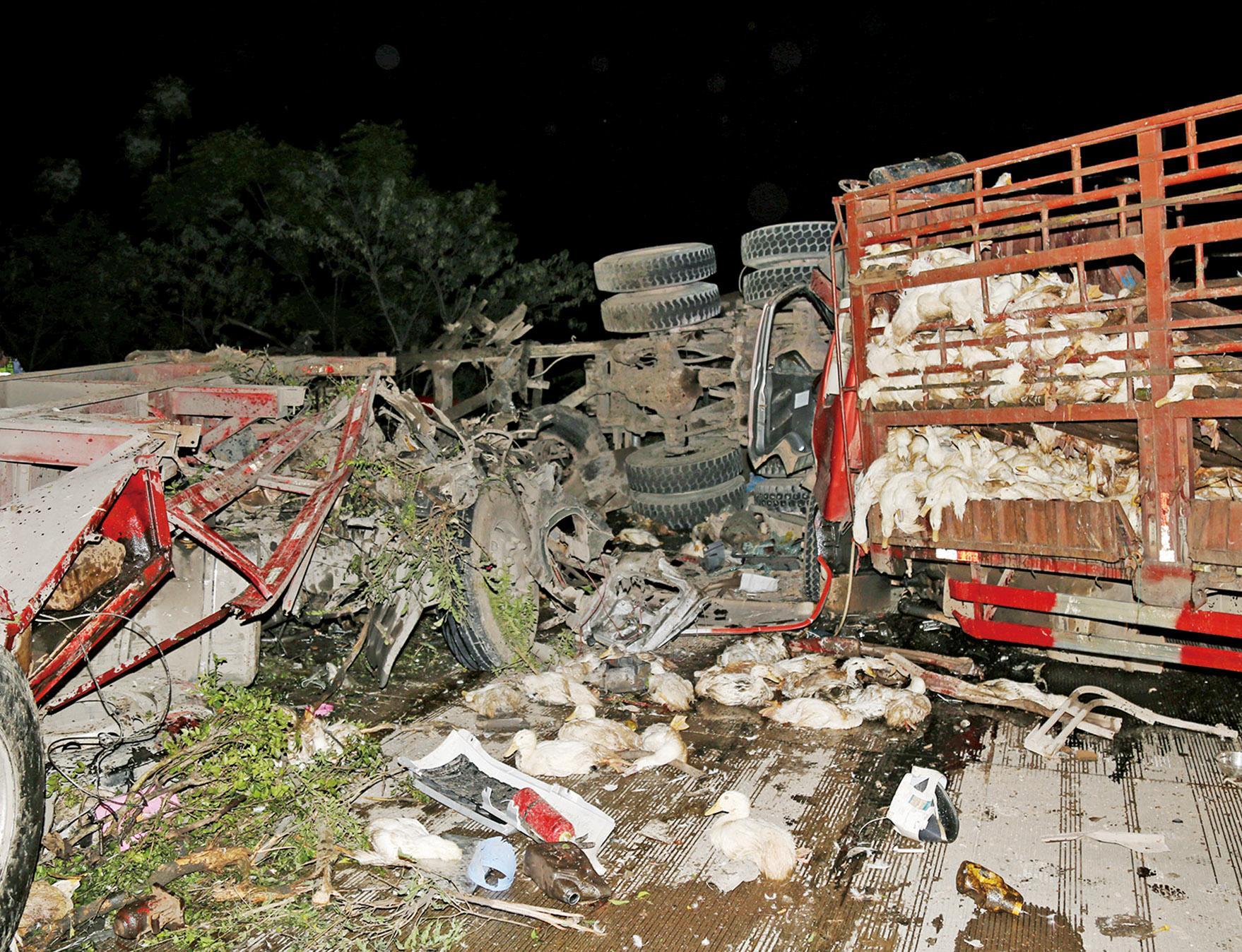 四車追撞釀十死一傷