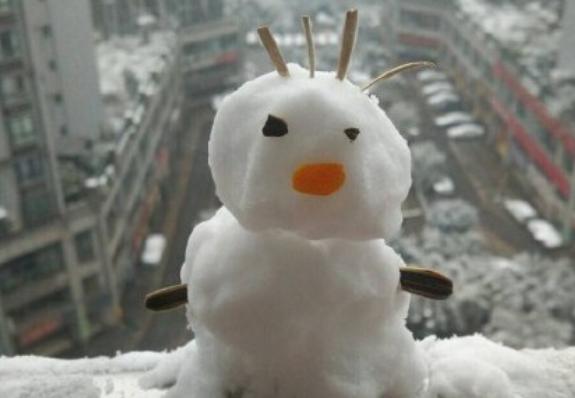 萌翻!網友發起最醜雪人比賽
