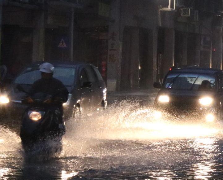 內港新增兩路段出現水浸