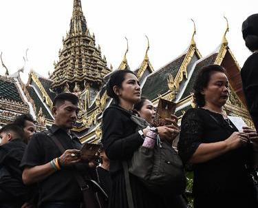 讓民眾入內瞻仰已故泰王普密蓬