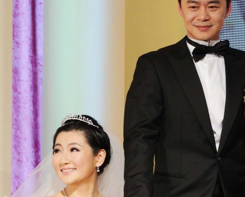 Selina張承中簽字離婚