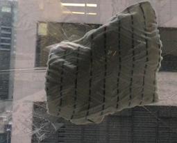 一條毛巾減低玻璃爆碎機會