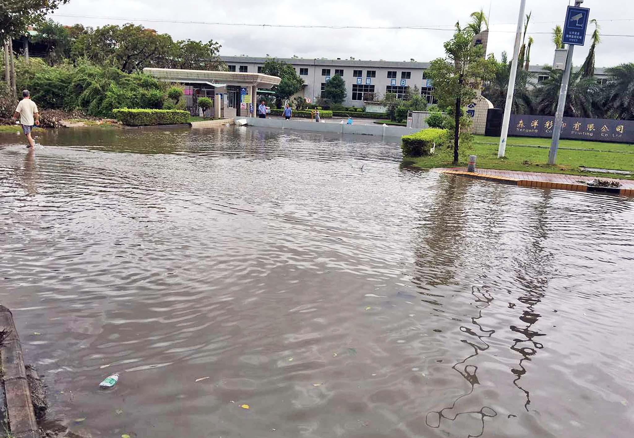 珠海多處水浸超市被搶空
