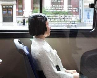 韓五巴士擺放慰安婦少女像