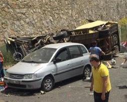土耳其觀光巴士墜崖23死