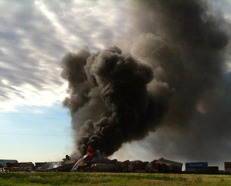 美得州貨運火車對撞最少三死傷