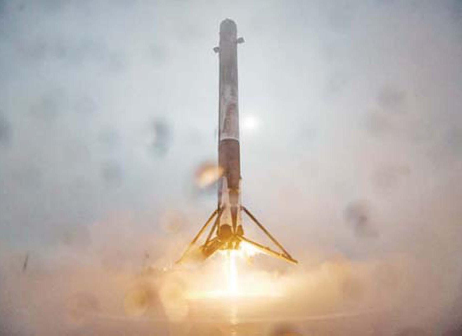 SpaceX發射衛星升空