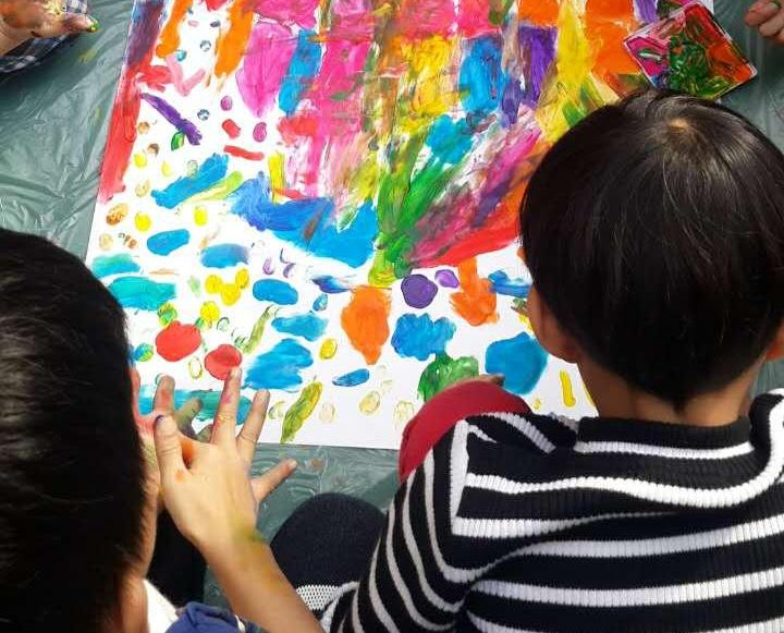 二百兒童手指作畫啟發創意