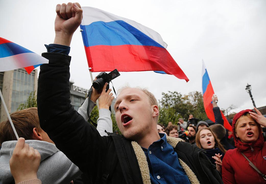 俄80城示威 逾270人被捕