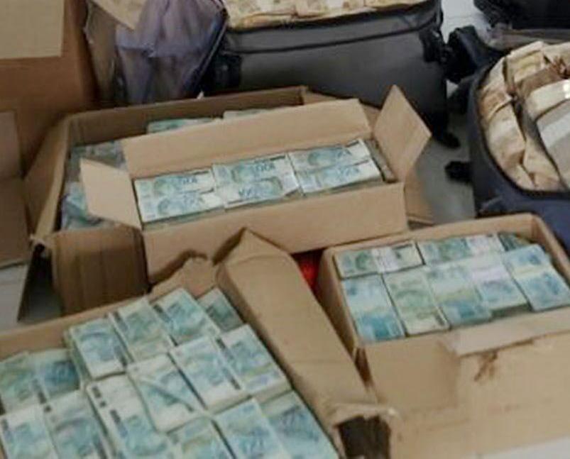 警方動用七部點鈔機數足14個鐘