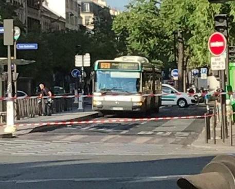 巴黎三名青年威脅炸巴士被捕