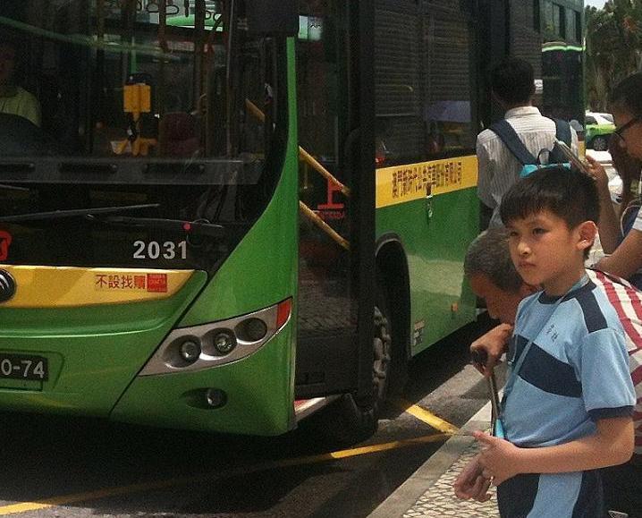 議員促優化亞馬喇前地巴士設施