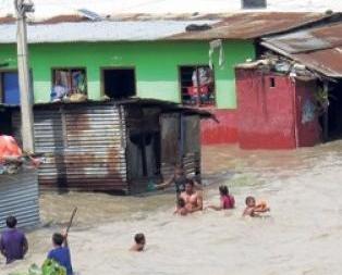 洪澇山泥傾瀉釀54死