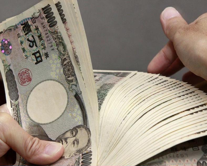 日央行稱續推買債操作