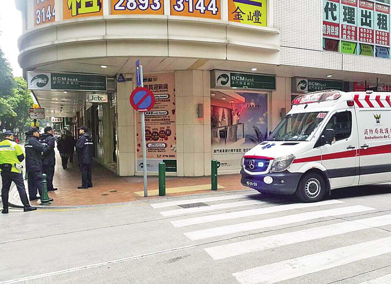 3歲女童反鎖車廂受驚