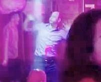 威廉王子與女模夜店狂舞