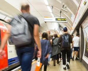 倫敦推通宵地鐵服務