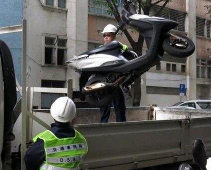 交局提醒棄置車輛須辦註銷手續
