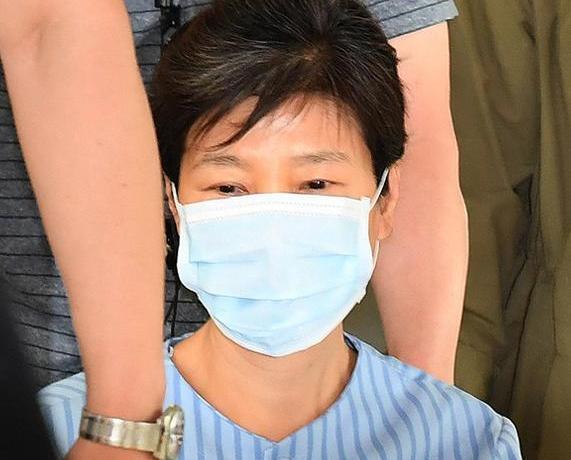 朴槿惠因腰痛入院治療面容憔悴