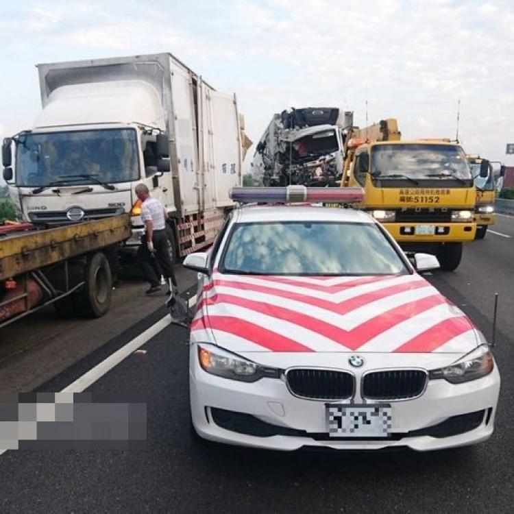 台警路旁查車遭撞 釀三死