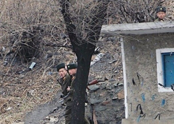 朝軍官遭開90槍公開處決