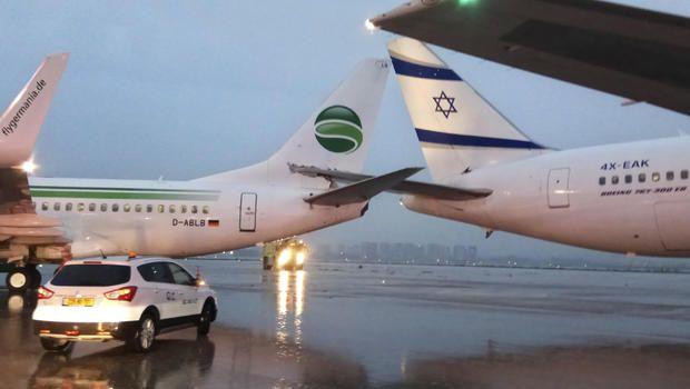 以國機場兩客機尾翼相撞