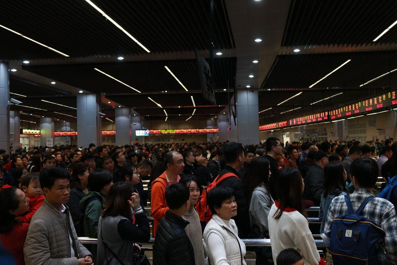 入境遊客迫爆關閘