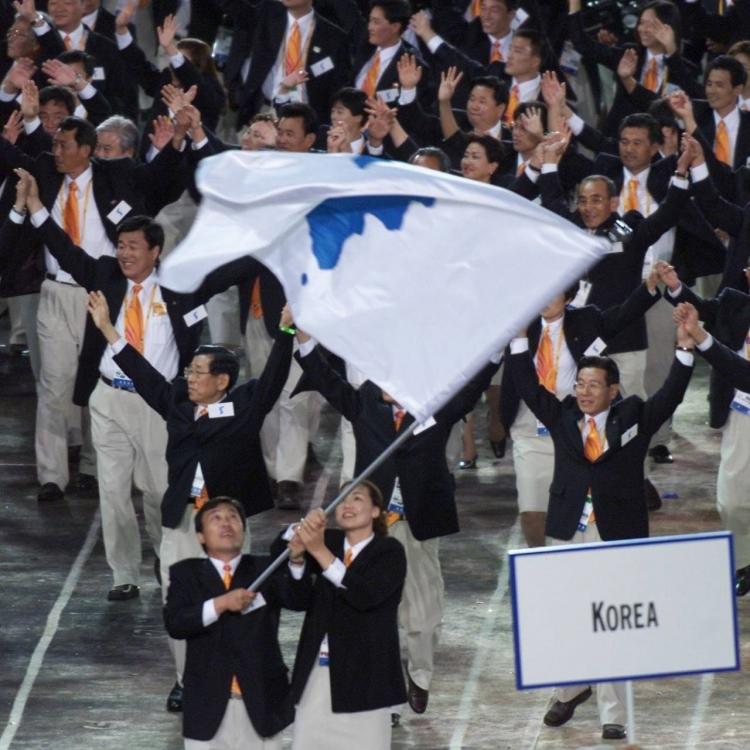 韓朝共舉半島旗入場