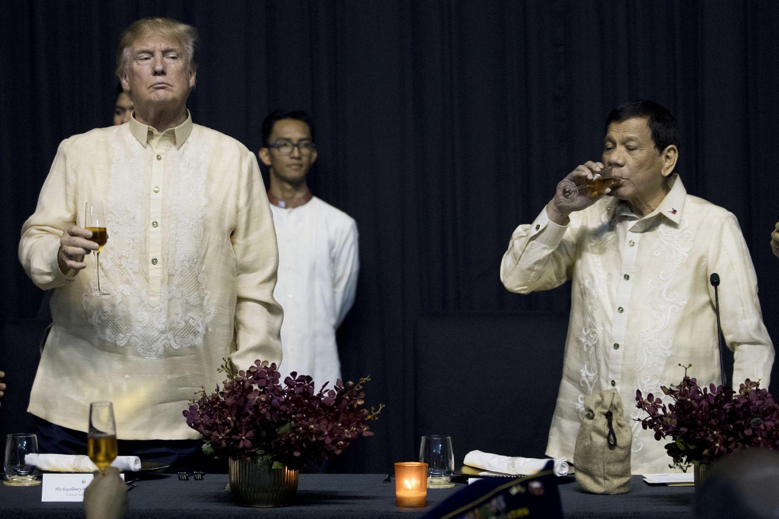 迪泰特:美國總統命令我唱